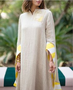Ramadan style from different elegant designers Today I select . Kaftan Designs, Kurta Designs Women, Stylish Dresses For Girls, Stylish Clothes For Women, Abaya Fashion, Muslim Fashion, Stylish Kurtis Design, Boho Outfits, Fashion Outfits