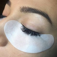 If your clients are comfortable and the pads stay in place your lash application will improve - less irritation and watering! These super-sticky pads are soft and thin with no irritating ingredients. We love them! #lashtools #undereyepads #bestlashproducts #professionallashes #gelpads