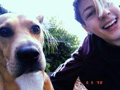 La imagen puede contener: una persona, perro y exterior Persona, Beautiful People, Crushes, Dogs, Animals, Instagram, Exterior, Amor, Tumblr Photography