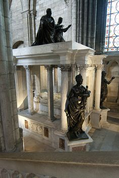Cathédrale royale de Saint-Denis - Cadaver tomb of Henry II and Catherine de' Medici