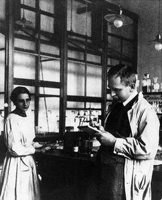 Lise Meitner et Otto Hahn, en 1920.