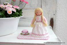 Muttertag Blumenkind Mia mit Mug Rug und Kerze von Zwergenwelt auf DaWanda.com
