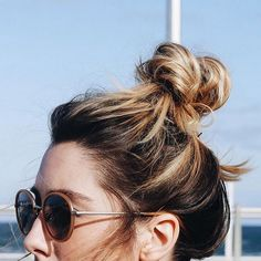 Sunday bun day  Bon dimanche à tous  #lookdujour #ldj #sunday #bunday #bun #highbun #messybun #sundayfunday #hairdo #hairstyle #hair #regram  @howdoyouwearthat