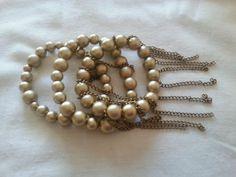 Mix de pulseiras na cor bronze com detalhes de correntinhas penduradas... puro charmecuidados com a peça: não molhar e não puxar forçando
