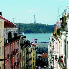Lisboa és linda! #Lisbon #Lisboa #Lapa #Portugal #visitlisbon #beautiful #sun #colors #cristorei #tejo #tagus