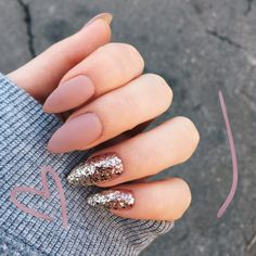 Semi-permanent varnish, false nails, patches: which manicure to choose? - My Nails Cute Acrylic Nails, Glitter Nails, My Nails, Glitter Glue, Matte Nails, Gold Glitter, Stylish Nails, Trendy Nails, Gel Nagel Design