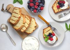 Oh, how we love pound cake. Pound cake can be a simple snack with a cup of coffee or transformed into a fancier treat. Vanilla Pound Cake Recipe, Homemade Pound Cake, Pound Cake Recipes, Low Carb Desserts, Sweet Desserts, No Bake Desserts, Low Carb Recipes, Caramel Fudge, Caramel Pecan