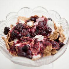Veja esta de Receita de Trifle Frutos Silvestres e Iogurte Grego. Esta e outras deliciosas receitas no site de nestlé Cozinhar.