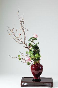 Styles of Ohara School of Ikebana English Floral Arrangements, Flower Arrangement, Floral Design, Art Floral, Ikebana, Flower Making, Bonsai, Vase, Creative