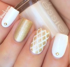 White & Gold Nails by Instagram user : melcisme
