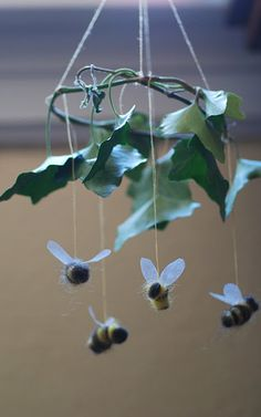 bee mobile ~ really must make one this spring!