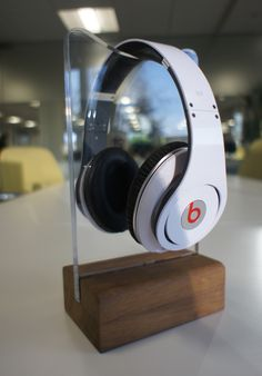 Mike Ballan, Awesome Headphone stand..! This looks awesome...