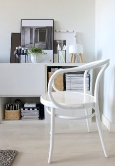 Plateful OF LOVE: Chair atmospherics and 5 questions Scandi Home, Scandinavian Home, Interior Styling, Interior Design, Interior Inspiration, Interior Ideas, Beautiful Interiors, Frames On Wall, Interior Architecture
