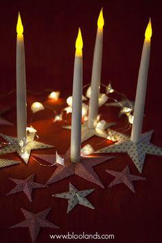 Créez votre bougeoir en étoile avec le papier de votre choix pour changer de déco dès que vous le désirez. Bougie Led, Decoration Table, Candles, Christmas Tabletop, Diy Room Decor, Paper, Candy, Candle Sticks, Candle