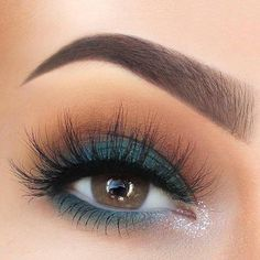 Blue matte eyeshadow look