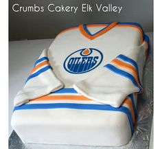 Hockey jersey cake. Edmonton Oilers. Fondant.  Fernie, BC. www.crumbscakery.ca Birthday Cupcakes, Boy Birthday, Birthday Stuff, Birthday Ideas, Gorgeous Cakes, Amazing Cakes, Fondant Cakes, Cupcake Cakes, Cupcake Toppers