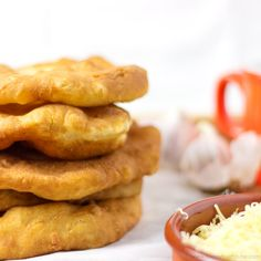 Langos (pronounce Langosh) is a Hungarian deep fried flat bread (made of yeast, flour & water) that is eaten while still warm. Only 5 ingredients! Hungarian Cuisine, Hungarian Recipes, Hungarian Food, Hungarian Bread Recipe, Hungarian Desserts, Ukrainian Recipes, Croatian Recipes, Fast Food Items, Good Food