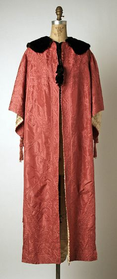 Evening coat ca 1908