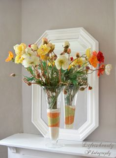 bouquet de fleurs des champs sur cheminée blanche, et miroir blanc