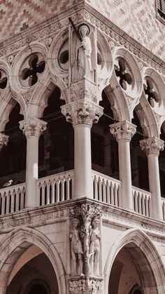 Baroque Architecture, Historical Architecture, Architecture Details, Aesthetic Backgrounds, Aesthetic Wallpapers, Flower Art Images, Phone Wallpaper Images, City Aesthetic, Background Pictures