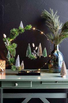 Country Christmas Decorations, Christmas Lanterns, Christmas Centerpieces, Xmas Decorations, Christmas Scenes, Christmas Mood, Noel Christmas, Christmas Wreaths, Christmas Ornaments