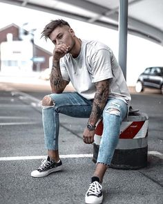 Style by trend trendy top fashion design beauty Best Poses For Men, Good Poses, Male Models Poses, Male Poses, Mens Photoshoot Poses, Photo Poses For Boy, Portrait Photography Poses, Maternity Photography, Photography Ideas