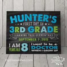 Personalized First Day of School Chalkboard Sign. ~~ ANY GRADE ~~ You'll create wonderful memories photographing your kiddos with these adorable signs! Its a fun way to document your childs growth every year and also makes a nice piece of wall art for you child's room! ♥Customized for ~~ANY GRADE~~ (Preschool to 12th grade)♥ Other color options available in my shop--> https://www.etsy.com/shop/MyTreeWishes ~~~~~~~~~~~~~~~~~~~~~~~~~~~~~~~~~~~~~~~~~~~~~~~~~~~~~~~ AVAILABLE SIZES…