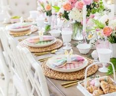 Impress your easter dinner guests with these simple and elegant DIY table easter decorations. From easter centerpieces to Easter Tablescapes, there are plenty of easter decor ideas for the table to choose from. Dyi, Diy Osterschmuck, Easter Table Settings, Easter Table Decorations, Craft Decorations, Dining Room Table Decor, Diy Table, Room Decor, Easter Brunch