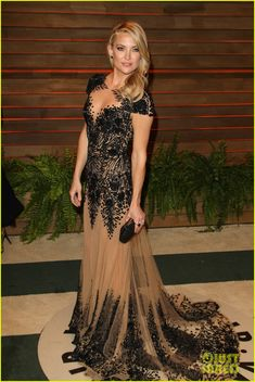 Kate Hudson Changes Into New Dress For Vanity Fair Oscars Party 2014. The 34-year-old actress stunned in a Zuhair Murad gown from the Spring/Summer 2014 Couture Collection.