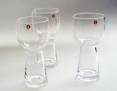 Uuma 1997-2002, Irina Viippola, Iittala Scandinavian Art, Mason Jar Wine Glass, Glass Design, Glass Art, Tableware, How To Make, Vintage, Color, Home Decor