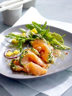 Köstlich fernöstlich: Graved Lachs Asia-Style mit Rucola-Mango-Salat
