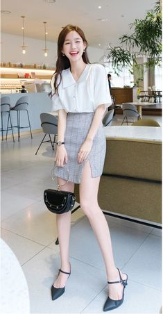 34 Awesome Korean Women Fashion Ideas - In Korea, foreigners with good manners are treated with high respect. Ill manners are not appreciated in Korea. Therefore, if you are looking forward . Korean Girl Fashion, Ulzzang Fashion, Korean Street Fashion, Korea Fashion, Asian Fashion, Office Outfits Women, Casual Outfits, Fashion Outfits, Womens Fashion