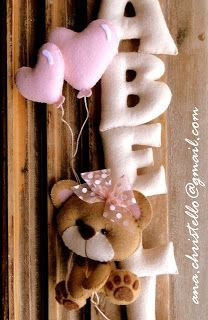 Nome em feltro - porta de maternidade - Isabella Felt Kids, Felt Baby, Sewing Crafts, Sewing Projects, Projects To Try, Baby Crafts, Felt Crafts, Felt Name Banner, Felt Wreath