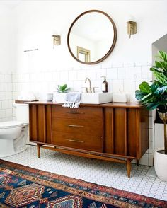 Currently swooning over this gorgeous bathroom from @brepurposed. That runner . Happy Friday all! #newenglandloom #bathroomgoals