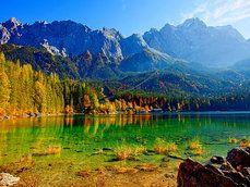 rio de montanha verde