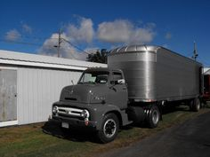 Ford cab forward with box trailer. Cool Trucks, Big Trucks, Sterling Trucks, White Truck, Cab Over, Heavy Truck, Vintage Trucks, Commercial Vehicle, Classic Trucks