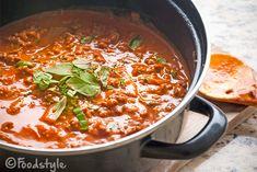 Zelf pastasaus maken is veel makkelijker dan je denkt. Het kost je 5 minuten meer dan een kant en klaar potje opentrekken en je bent veel gezonder bezig.