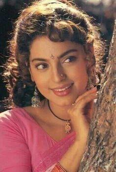 Beautiful Teeth, Simply Beautiful, Most Beautiful Bollywood Actress, Beautiful Actresses, Hot Actresses, Indian Actresses, Juhi Chawla, Indian Natural Beauty, Vintage Bollywood