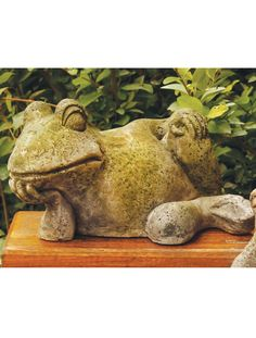 Gossip Frog Statue for the Garden - Made in USA   Gardeners.com
