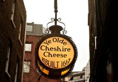 Ye Olde Cheshire Cheese- They say the oldest Pub in London Great Fire Of London, The Great Fire, Restaurant Signs, Pub Signs, Best London Pubs, Cheshire Cheese, Diner Sign, Places In England, Old Pub
