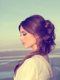 Boho hair, and godless look. I can dig it. And do it.