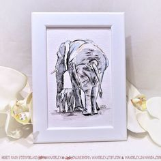 ...und ausserdem war ich dies Wochenende mal eben in Afrika also aufm Malblock.  (dieses Bild ist verkauft das gleiche Motiv kommt aber sicher bald wieder in die Shops und ein Single-Babyelefant ist aktuell gerade noch da.) Material: Schmincke Künstlerfarben Horadam auf @hahnemuehle Britannia 300g rauh @winsorandnewton Series 7 Sable miniature Pinsel No. 000 Fotovorlage von @KerstinJehle (danke!)  Malerei und Produktfoto @@wandklex Kunstatelier  #wandklex #malerei #handgemalt #aquarell…