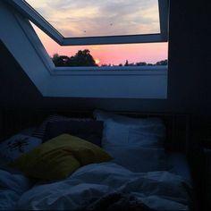 Cozy room - Via on bedroom interiordesign bed cozy window sunset pillows home Dream Rooms, Dream Bedroom, Night Bedroom, Pool Bedroom, City Bedroom, Garden Bedroom, Master Bedroom, Aesthetic Room Decor, Night Aesthetic