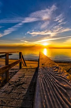 Sunrise at the Wianno Ave. Road Trip France, Beautiful Sunset, Beautiful World, Beautiful Places, Amazing Sunsets, Ocean Themes, Travel Channel, Great View, Foto E Video