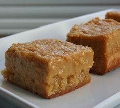 The good old sugar pie square! Amaze your taste buds! - Desserts - My Fork Easy Desserts, Delicious Desserts, Desserts With Biscuits, Sugar Pie, Canadian Food, Canadian Recipes, Desert Recipes, Dessert Bars, Dessert Ideas
