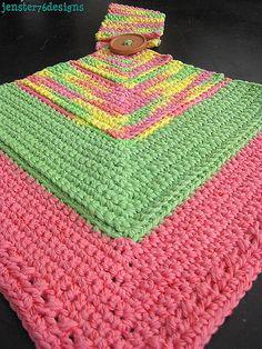 Ravelry: Crochet Mitered Square Hanging Towel pattern by Jennifer Kaye Crochet Hot Pads, Crochet Fish, Crochet Towel, Manta Crochet, Crochet Dishcloths, Crochet Crafts, Crochet Yarn, Easy Crochet, Free Crochet