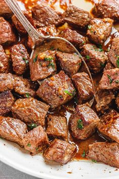 Garlic Butter Steak Bites – Packed with flavor and so easy to make! These garlic butter steak bites are crazy delicious. Sear sirloin steak cubes into a hot skillet, throw a few ingredients a… 21 Day Fix, Steak Dinner Recipes, Recipes With Steak, Chopped Steak Recipes, Cubed Beef Recipes, Chicken Recipes, Recipe Chicken, Shrimp Recipes, Garlic Butter Steak