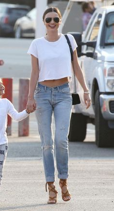 Miranda Kerr wearing Jeans – Re/Done Sunglasses – Oliver Peoples Purse – Chanel Shoes – Gianvito Rossi Shirt – Are You Am I Bracelets – Swarovski and Mcs Elena Miranda Kerr Outfits, Miranda Kerr Street Style, Miranda Kerr 2017, Celebrity Style Inspiration, Celeb Style, Disney Couture, Street Style Summer, Celebrity Outfits, Naomi Campbell