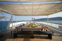 EĞLENCELİ GÜVERTELER http://tuzvbiber.blogspot.com.tr/2011/01/keyifli-guverteler-gezi-teknelerinde.html
