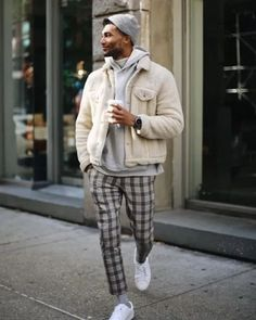 12 Men's Winter Coats To Keep Him Warm This Year Outfits Hipster, Stylish Mens Outfits, Mode Outfits, Trendy Mens Fashion, Mens Fashion Wear, Korean Fashion Men, Fashion Belts, Dope Fashion, Fashion 2020
